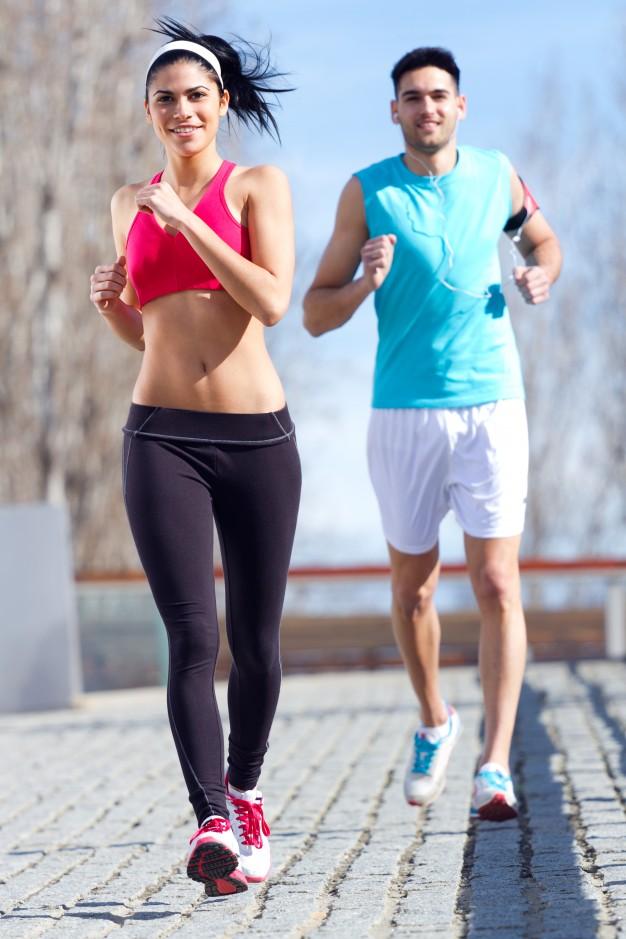 running-twenties-hispanic-lifestyle-laughing_1301-1534