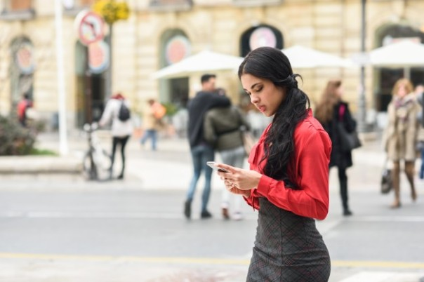 young-businesswoman-texting-on-the-street_1139-62.jpg